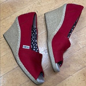 Toms women's red canvas wedge shoes size 6 US